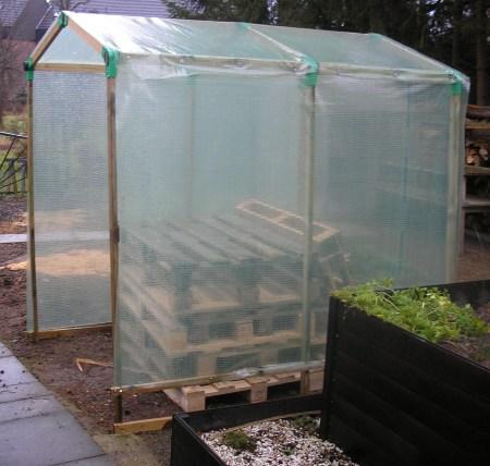 erfahrung mit tomatenh usern selber bauen fertig kaufen garten. Black Bedroom Furniture Sets. Home Design Ideas